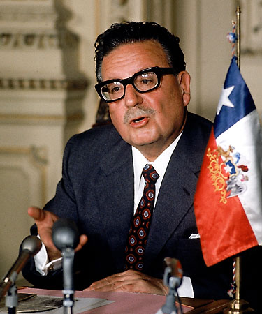 http://pocamadrenews.files.wordpress.com/2007/09/s-allende.jpg