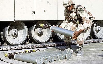 Solado de USA manipula obuses