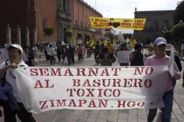 Manifestación de ciudadanos de Zimapán, Hidalgo contra el basurero y confinamiento de residuos toxicos en su localidad