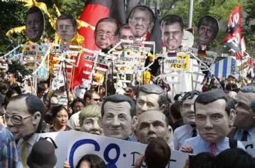 Miles de ciudadanos de todo el mundo protestan contra el G8