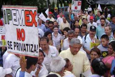 López Obrador en su recorrido por Nuevo León
