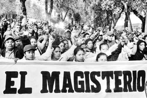 Persisten las inconformidades en el magisterio. Mientras en Morelos los profesores protestan contra la Alianza por la Calidad de la Educación, en el DF se prolonga el paro de labores en la Universidad Pedagógica Nacional
