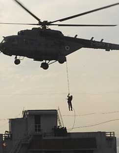 atentados-india_rescate_helicoptero