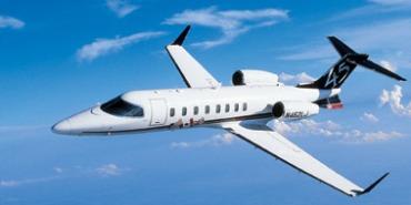 Imágen de un Learjet 45 en vuelo