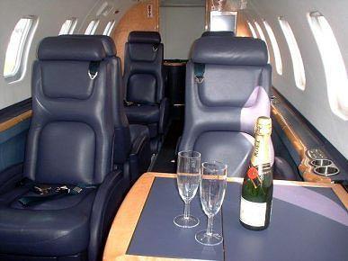 Interior de un Learjet 45