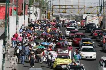 Miles de maestros llegaron a la capital de Puebla (Foto José Castañares / La Jornada de Oriente)