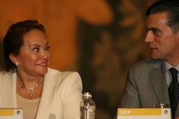 La dirigente del SNTE, Elba Esther Gordillo, y Alonso Lujambio, titular de la SEP. Foto José Antonio López/La Jornada