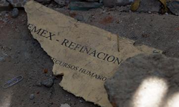 Uno de miles de documentos que se destruyeron con la explosión (foto CNN Expansión)